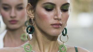 Trendovi u nakitu: nose se upečatljive naušnice i ogrlice
